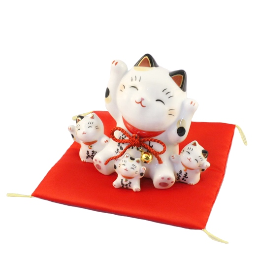 Lucky cat with trio